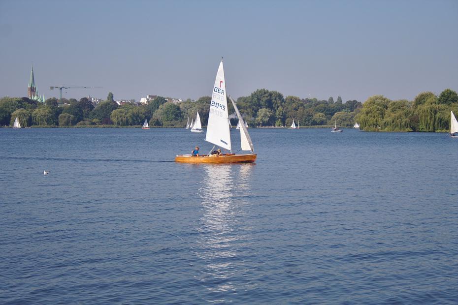 Segelboote auf der Außenalster