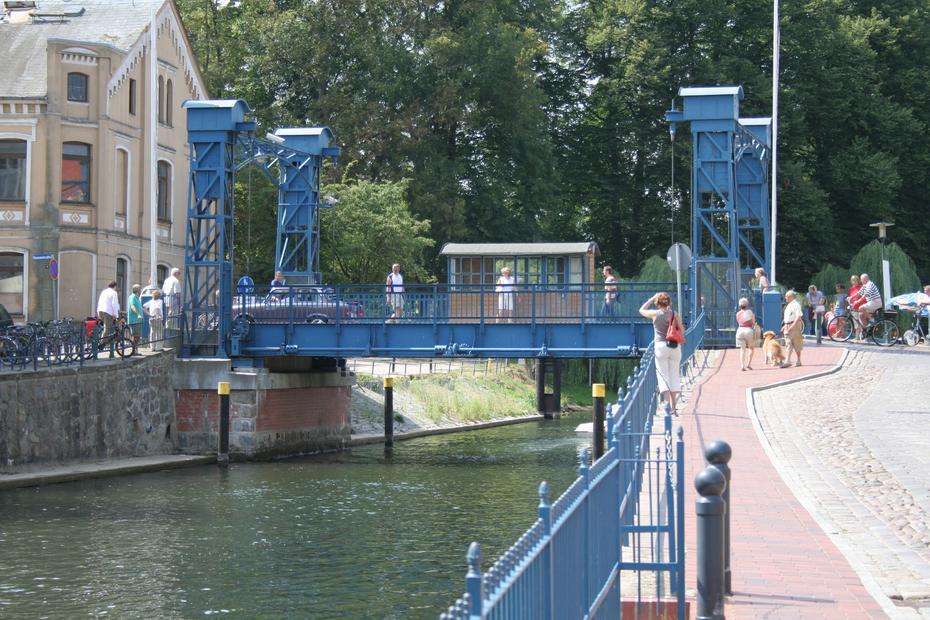 Hubbrücke in Plau