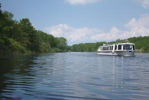 Fahrgastschiff auf der Wakenitz, bei Müggenbusch